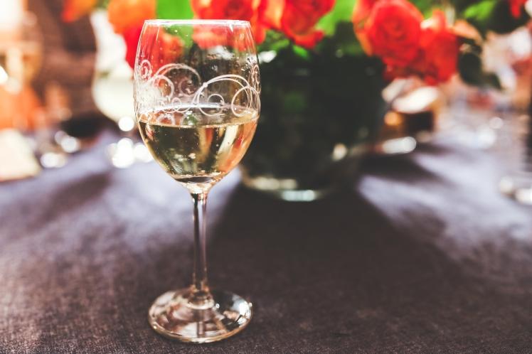 kaboompics.com_Glass of White Wine - Champagne